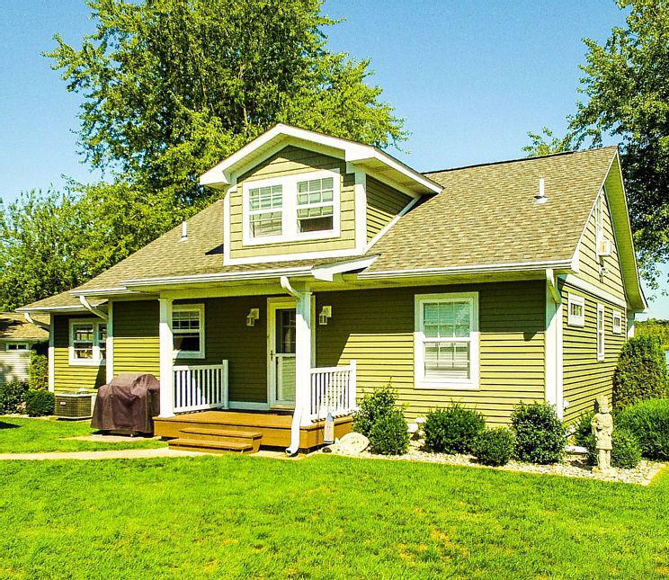 Three Rivers, MI Cottage Rentals